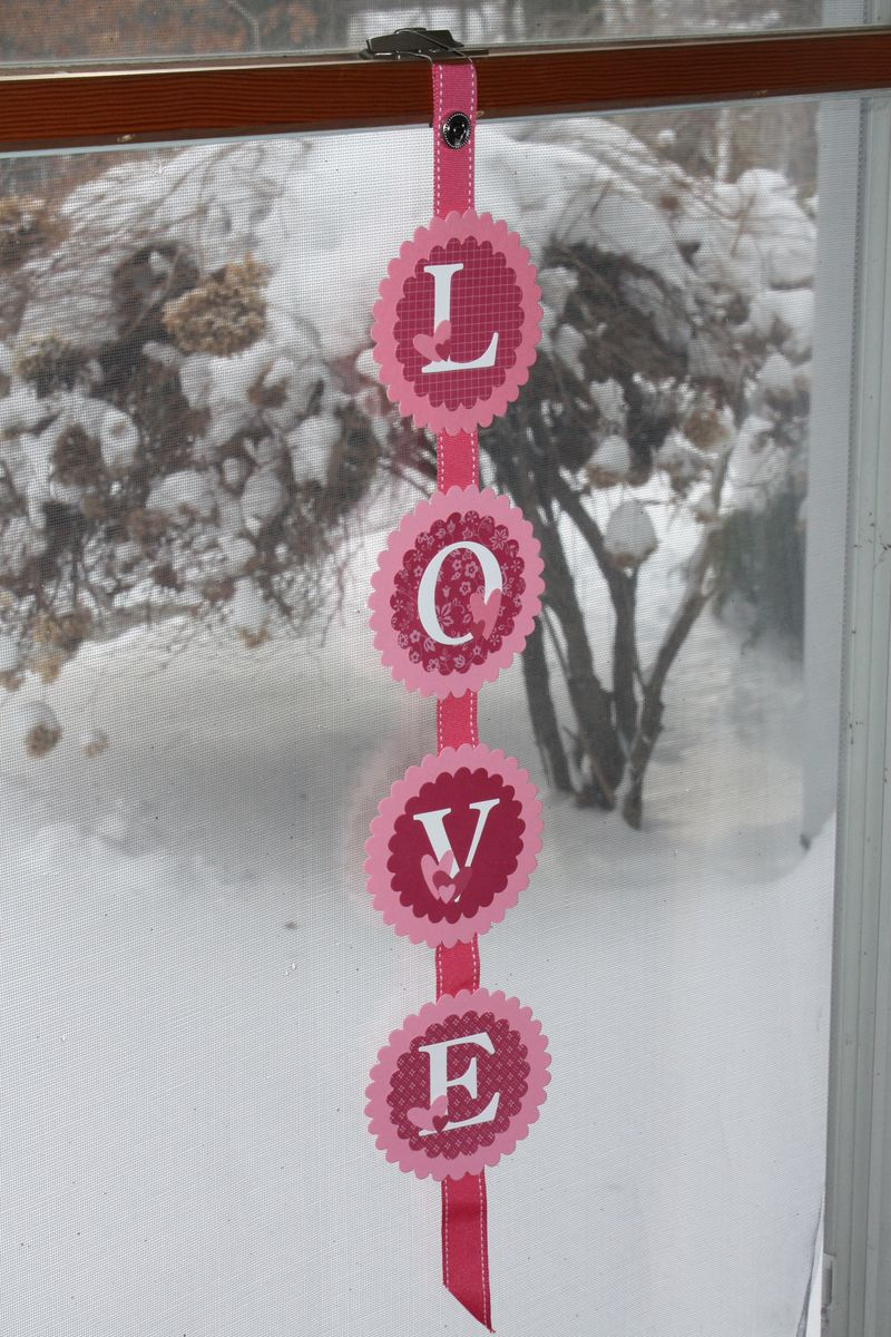 Valentine garlands and calendars (8)