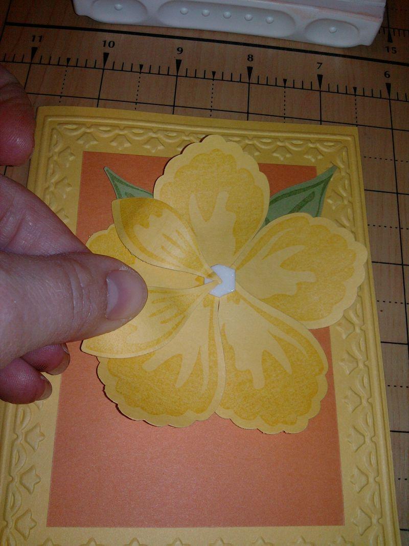 Flower petals assembly